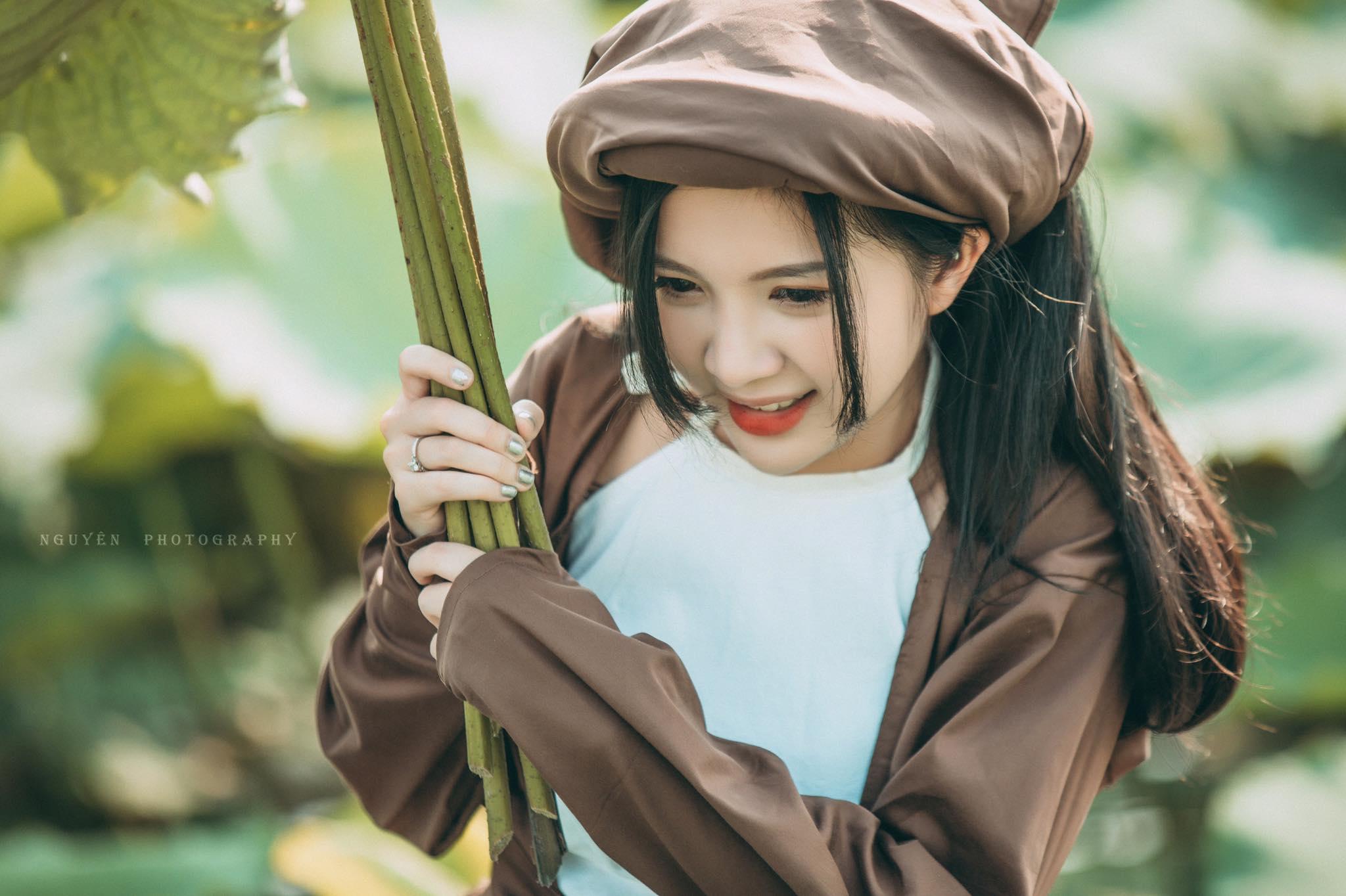 Ngọc Huyền – Hà Thành, thiếu nữ bên đầm sen thần thái ngút ngàn